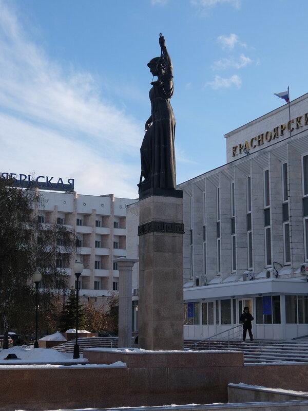 Красноярск - Скульптура Фемиды