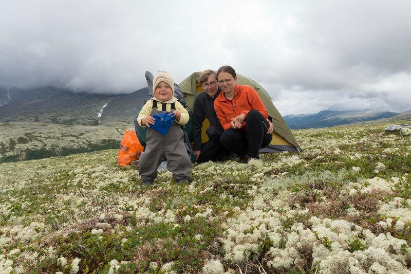 пеший поход с палаткой по тундрам Норвегии с ребенком (1 год)