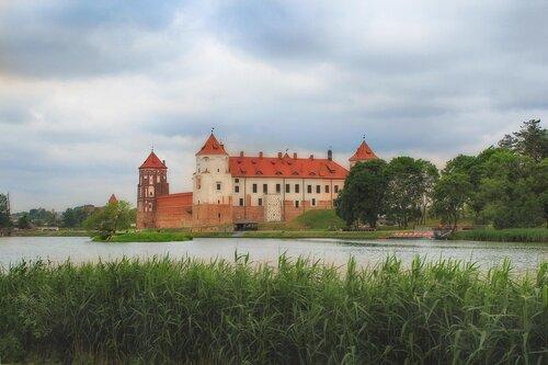 Лето Мирского замка