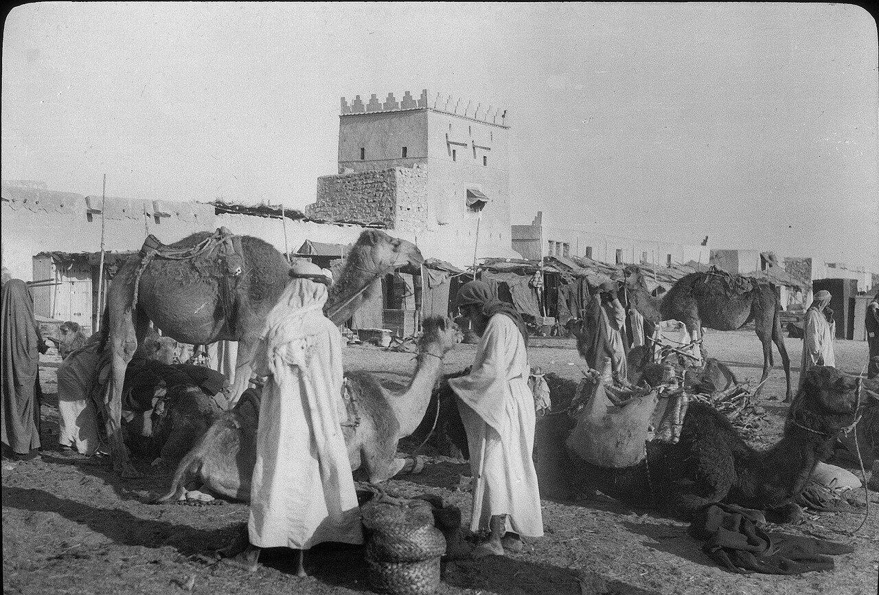 Саудовская Аравия. Эль-Джубайль. Базарная площадь и дворцец шейха