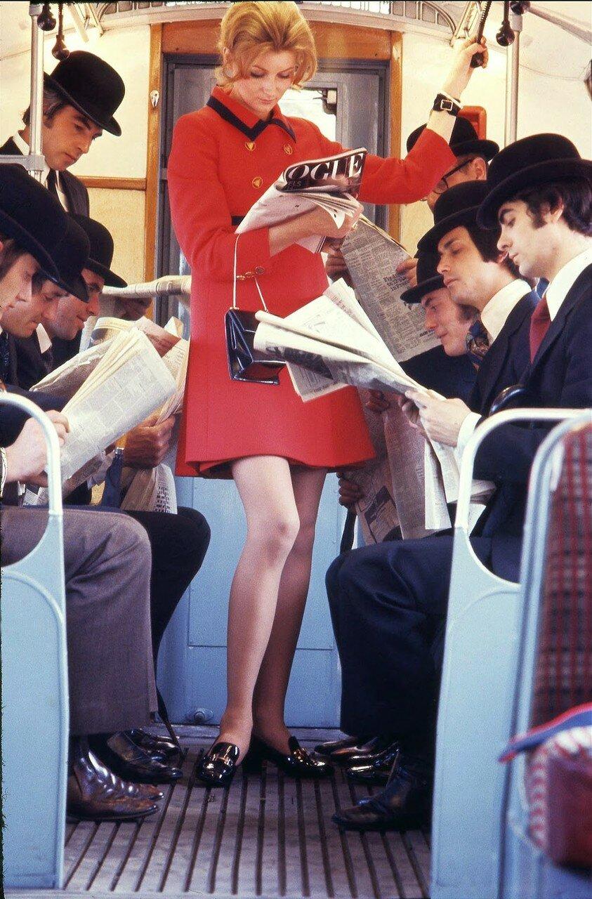 1966. Чтение в транспорте