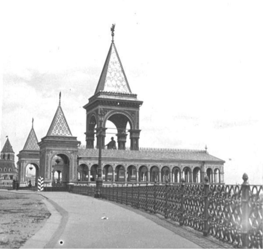 Памятник Александру II в Московском кремле