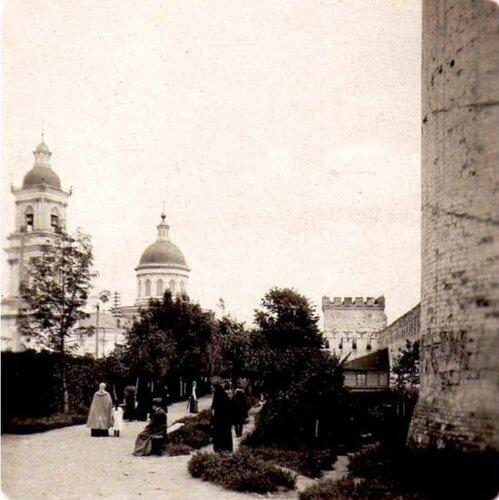 Кремлевские стены и сквер