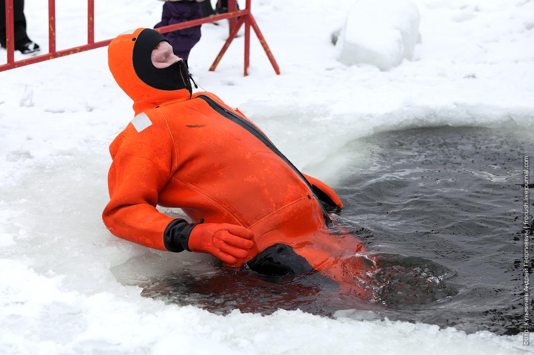 МЧС спасатели озеро Белое прорубь полынья
