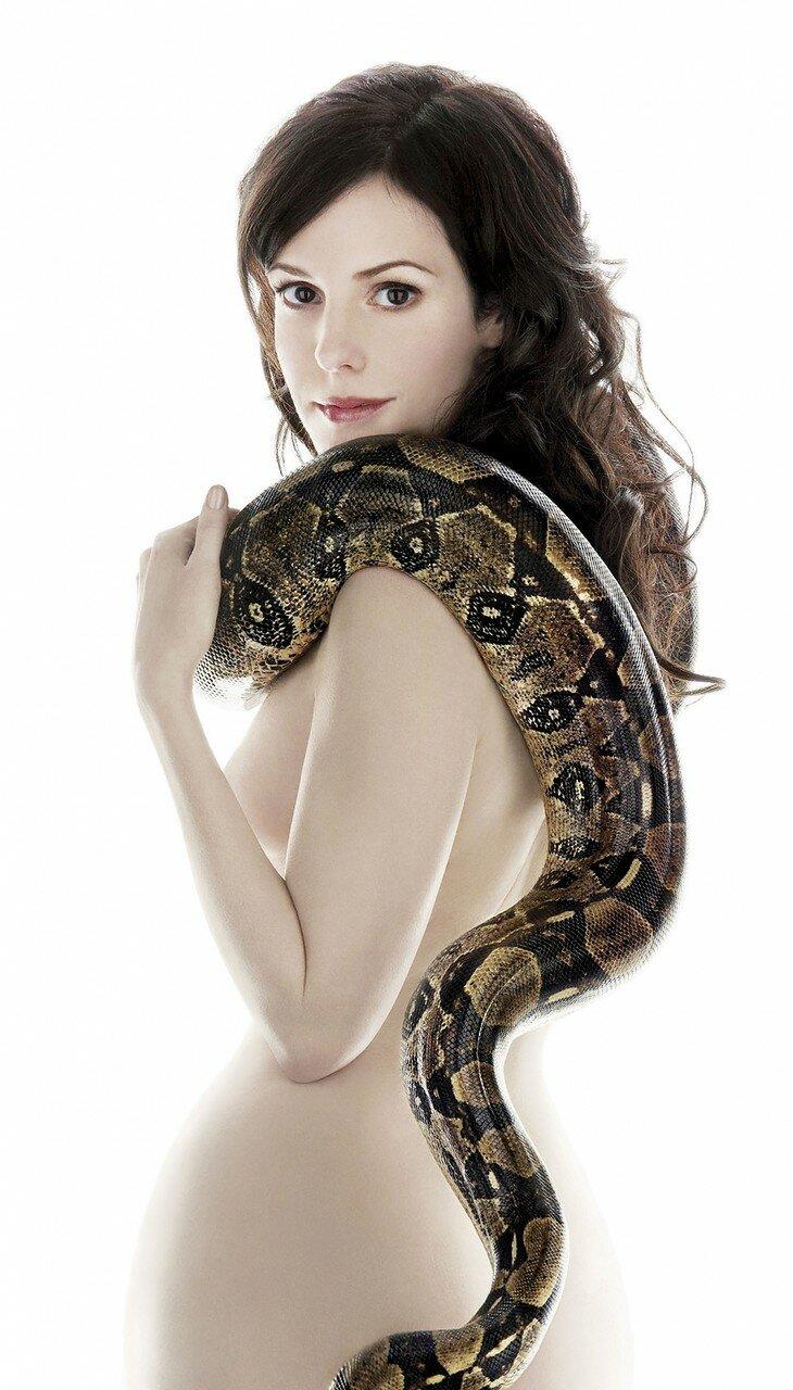 brunettes_women_snakes_mary-louise_parker_desktop_1000x1753_hd-wallpaper-1257436.jpg