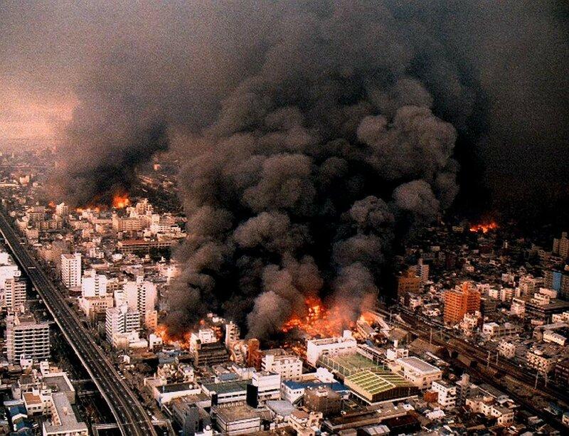 1995 В Кобе погибло 6,5 тыс. чел..jpg
