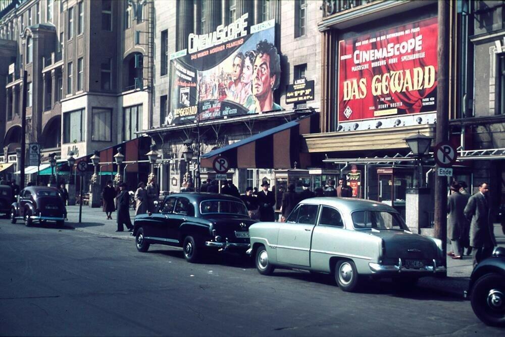 1954 Berlin Ku'damm, by Hein Vontin.jpg