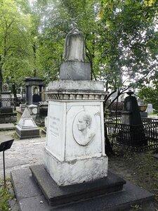 800px-Надгробие_Козловского.jpg