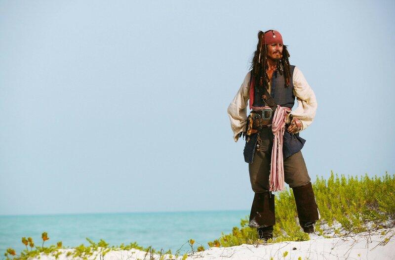 пираты карибского моря джек воробей море природа остров песок лодка вода  № 1386186  скачать