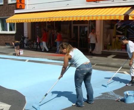 Крутая девушка разрисовала улицу в Голландии