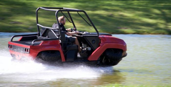 Амфибия использует двигатель серии BMW K1300. Он обеспечивает максимальную скорость движения по суше