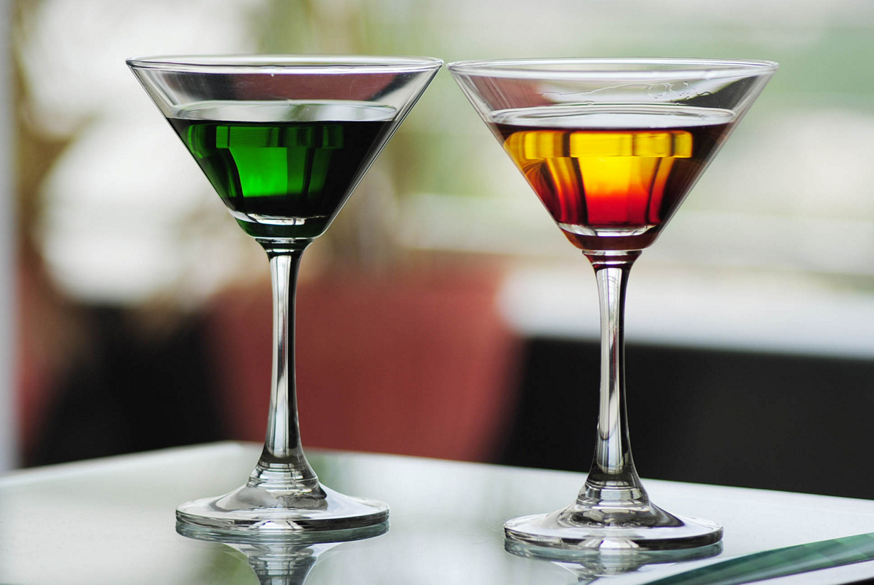 Во время беременности запрещено употребление спиртных напитков. Алкоголь проходит через плаценту