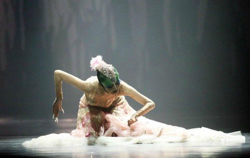 Фантастические костюмы в «Танце Павлина». Красивый китайский балет