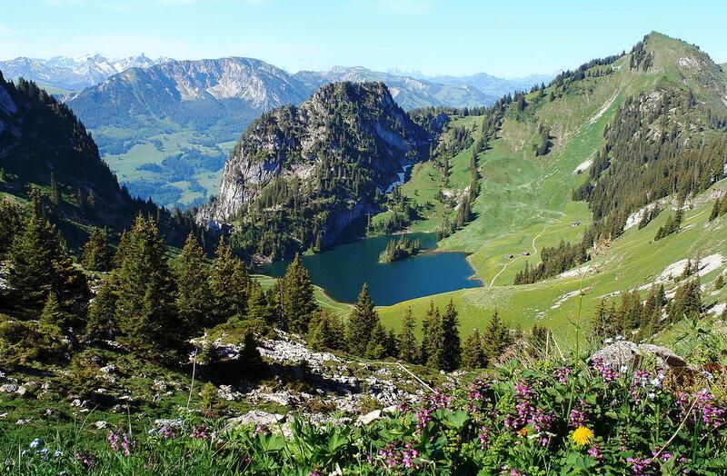 колдовское озеро Швейцарских Альп