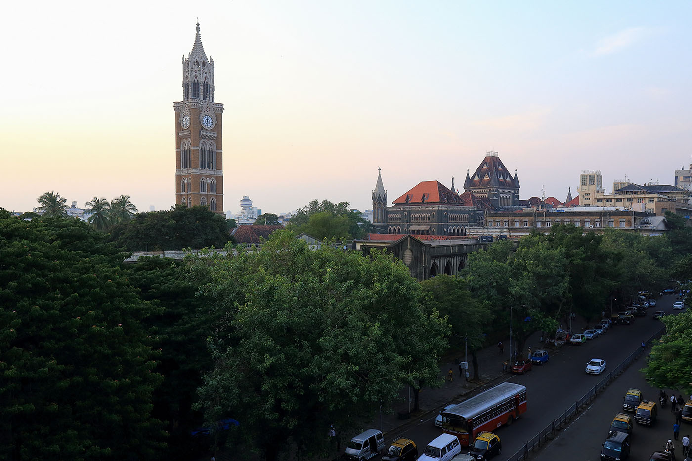 Фотография 32. Вид на Биг-Бен мумбайского университета. Отчет о путешествии по Индии дикарями (24-70, 1/160, 0eV, f9, 26 mm, ISO 640)