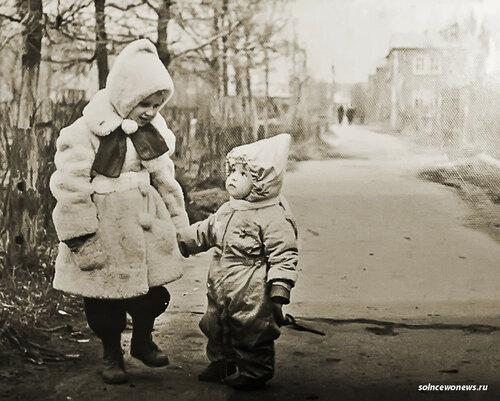 Сквер . #Солнцево Старый поселок. Я с сестрой Фото Татьяна Солнцево (Клейменова)