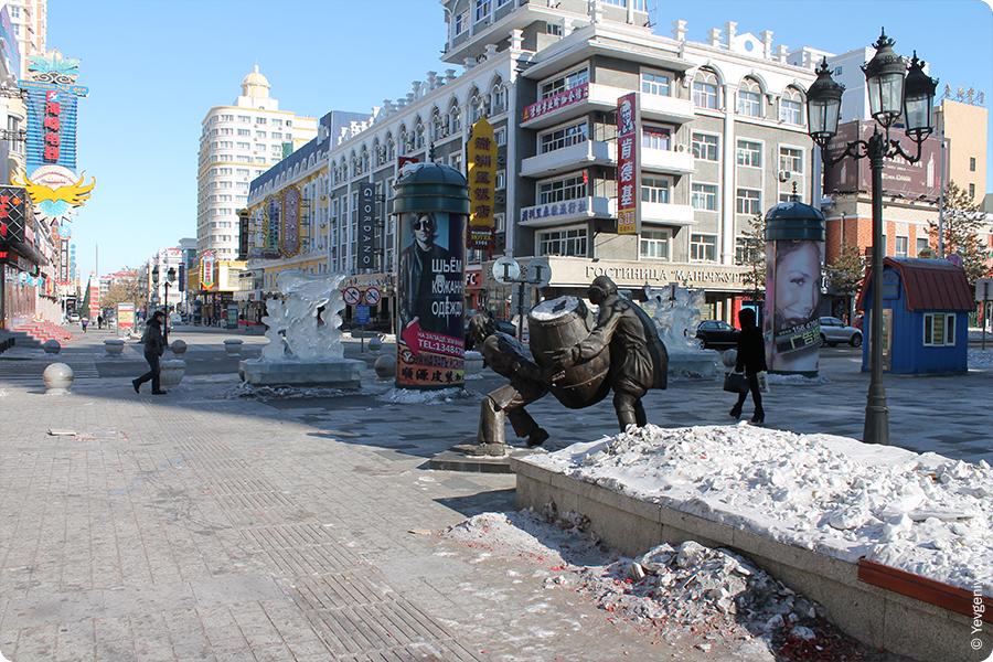 современная скульптура на улицах Маньчжурии