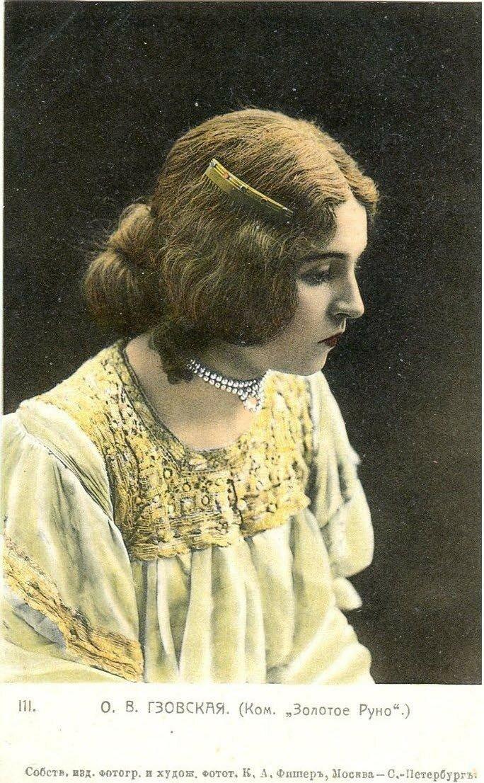 Гзовская, Ольга Владимировна. Летом 1920 выступала на фронте с концертной программой. В ноябре 1920 г. со своим мужем актером В. Гайдаровым и ещё с несколькими артистами МХАТа уехала за границу.