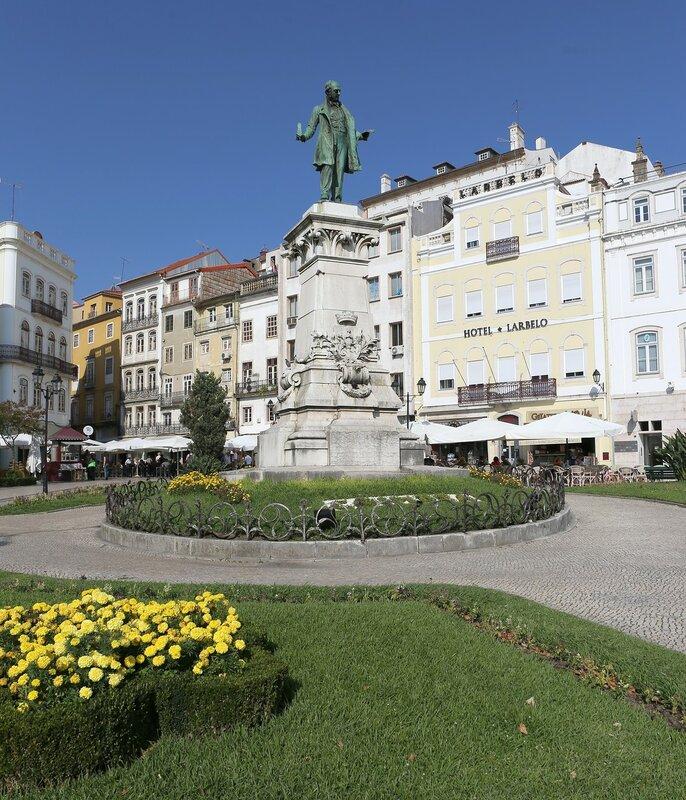 Коимбра. Пешеходная улица Ферейра Боржиш (Rua Ferreira Borges)