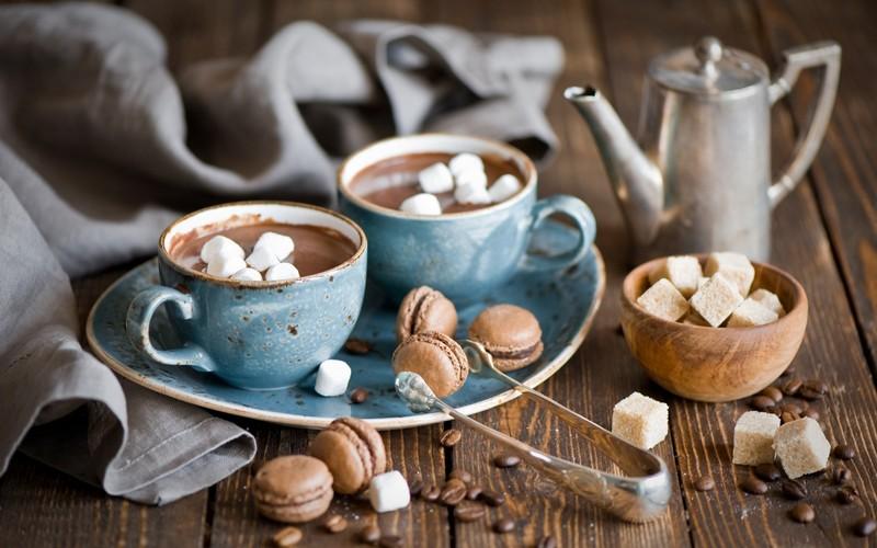 1. Горячий шоколад с медом и корицей Нет ничего лучше, чем чашечка горячего шоколада в ненастный ден