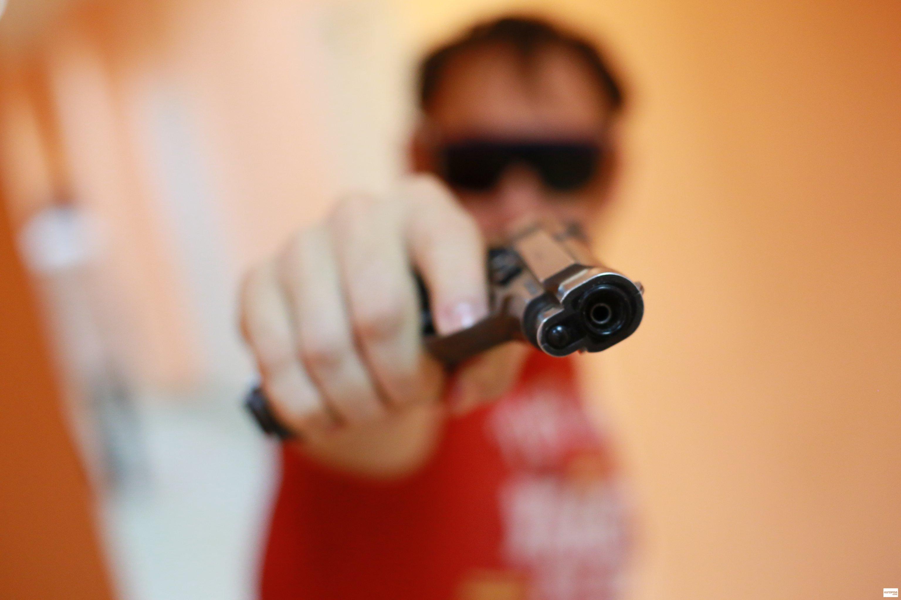 Трахнул угрожая пистолетом 12 фотография
