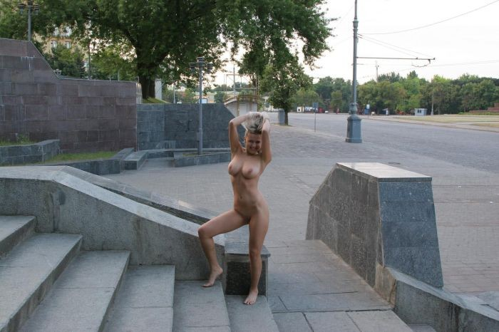 Прогулки голых на улице