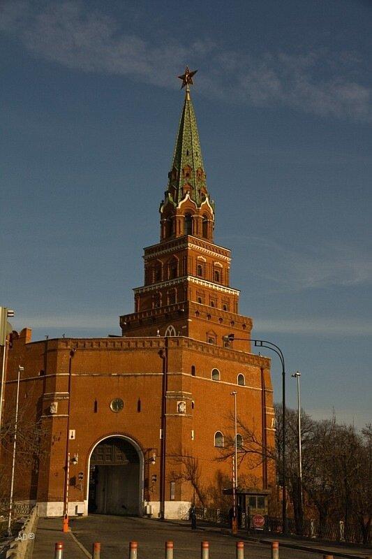 Подъезд к Боровицким воротам, Боровицкая башня