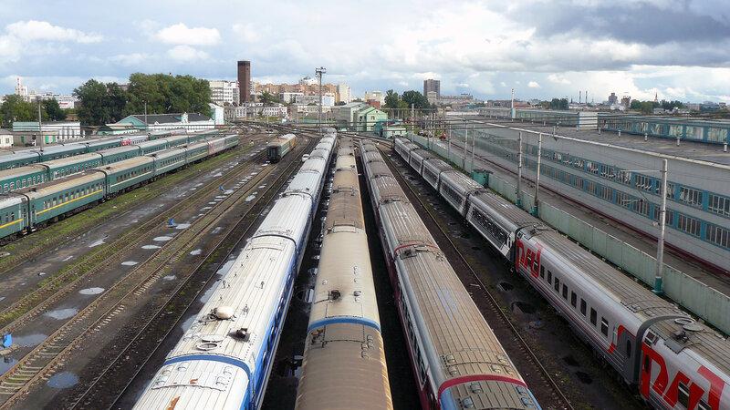 За Ленинградским и Ярославским вокзалами