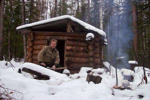 Олег у зимовья