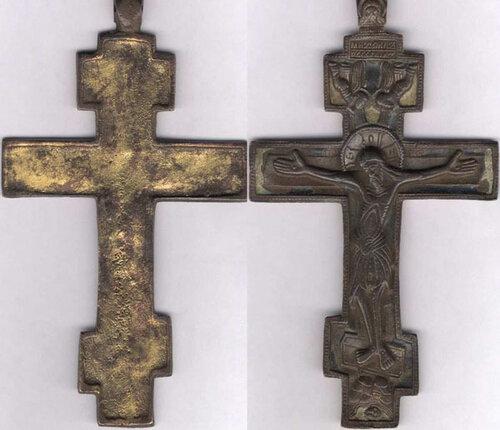 Крест наперсный, 18 век, бронза, позолота, синяя и белая эмали, размер 165 х 95 х 3 мм, в навершии надпись МИХАИЛЪ ГАВРИIЛЪ.