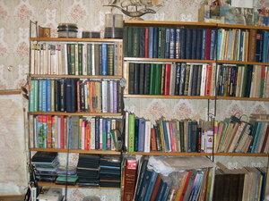У книжных полок ... SDC15402.jpg