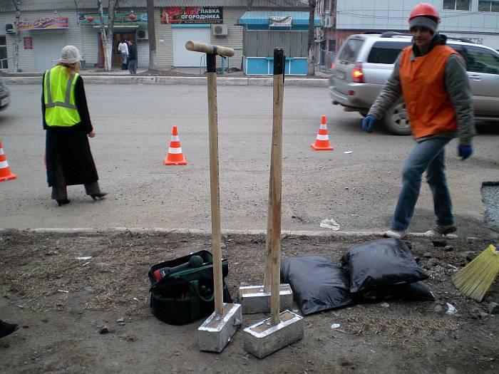 Жители Владивостока продолжают ремонтировать дороги (ФОТО, ВИДЕО)