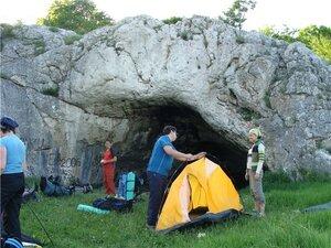 Лагерь у грота