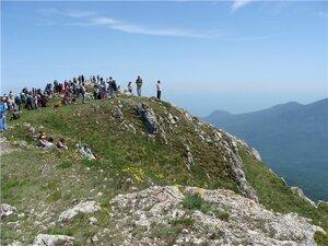 Паломники оккупировали гору