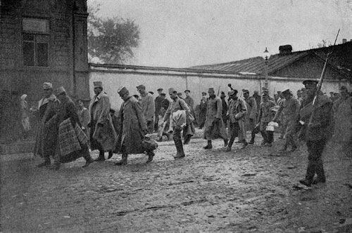 Пленные австрийцы на улицах Петрограда , 1 мировая война
