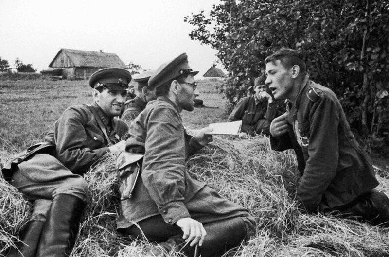 как русские немцев били, потери немцев на Восточном фронте, пленные немцы, пленные немцы в советской армии, немцы в советском плену, немецкий солдат, лагерь военнопленных