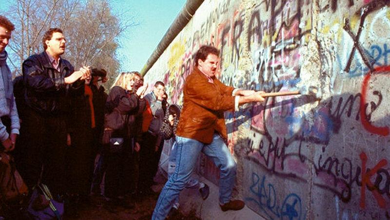 25 лет падения Берлинской стены. Уникальные исторические фотографии 0 1b49e5 4d454a17 XL