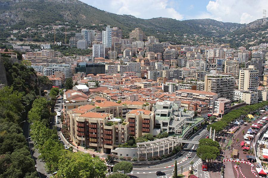 8. Практически вся территория Монако застроена, так что никаких торговых центров на окраине тут нет.