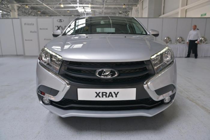 АвтоВАЗ показал предсерийную Lada XRAY