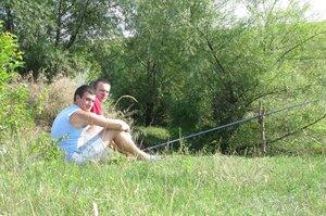 Рыбачим понемножку