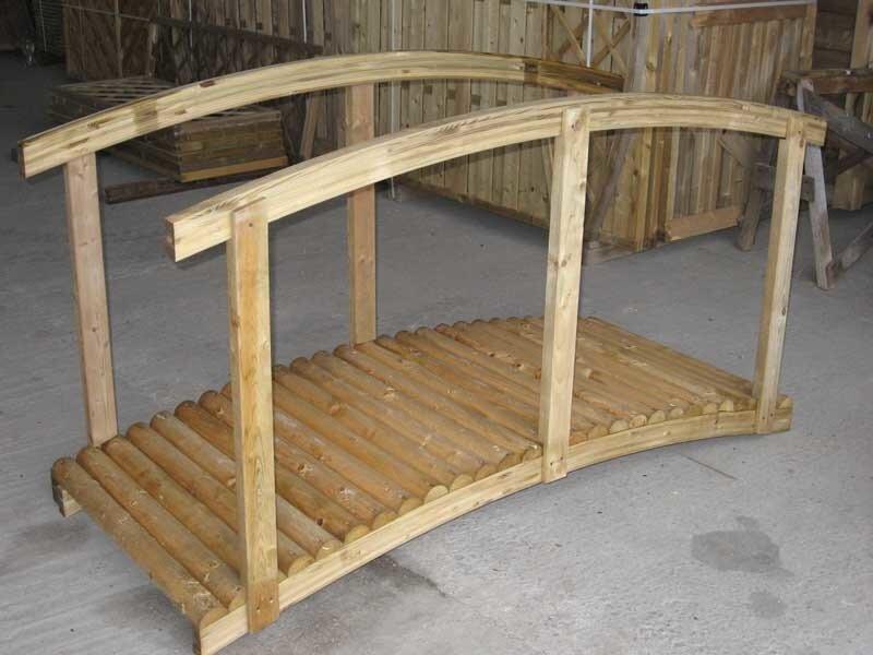 Деревянный мостик