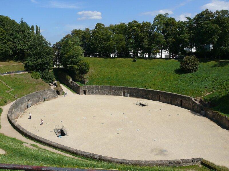 Арена трирского амфитеатра представляет собой большой овал размером 75 х 50 м.