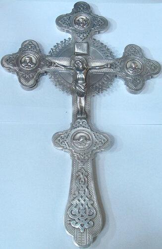 Крест напрестольный . Серебро, чеканка, гравировка. 37,1Х23,5Х1,7 см.