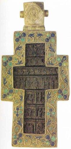 Крест наперстный. Новгород или Москва. 1580 - 1590 годы. Кость (тонированная), серебро; резьба, скань, эмаль.