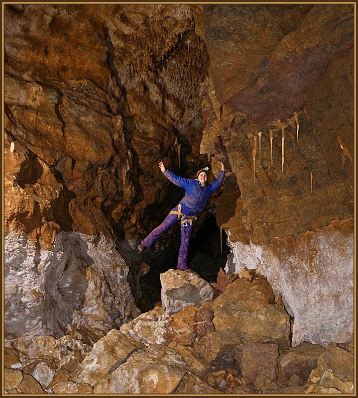 Танюшка освоилась в пещере!