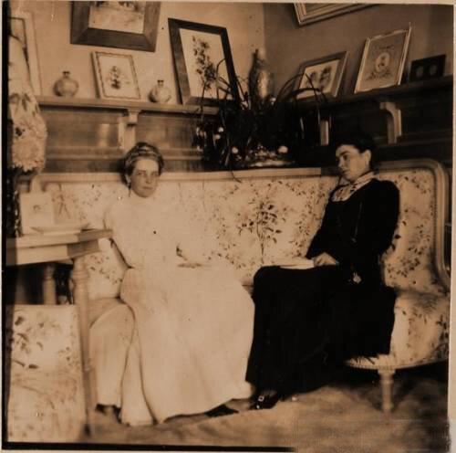 Княгиня З.Н.Юсупова (слева) с подругой.