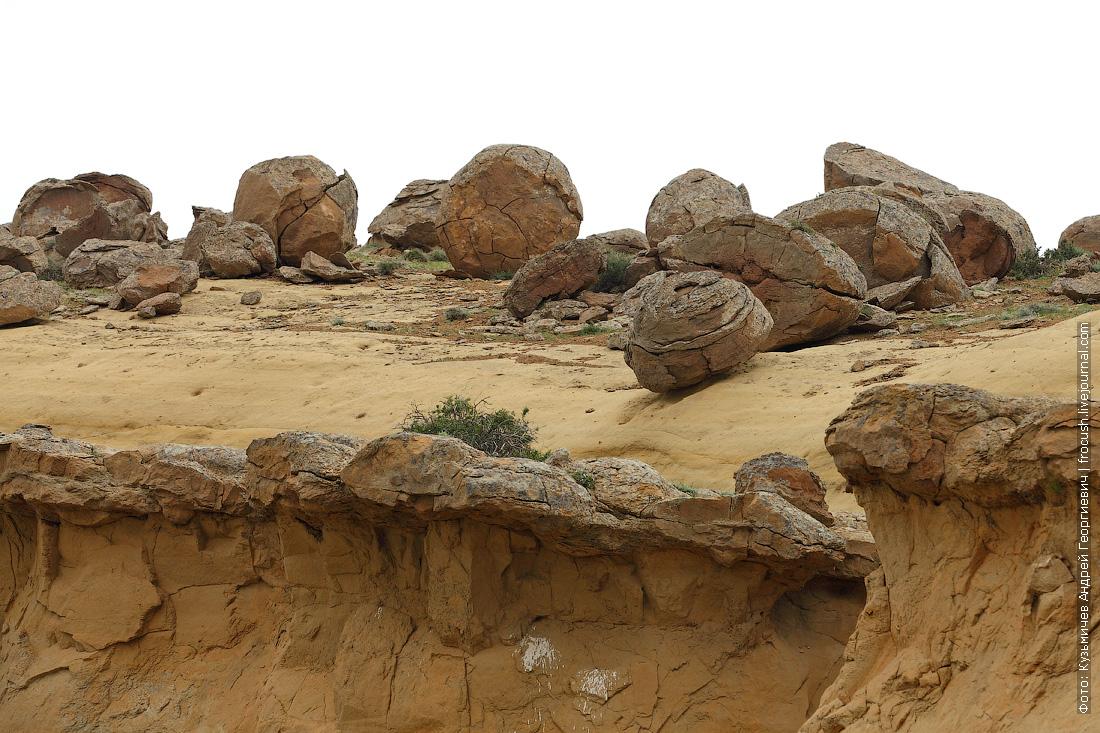 долина каменных шаров Мангышлак