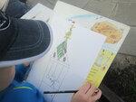 Детки впервые познакомились с рисованием с натуры на улице. Хочется, верить, что детки посмотрят вокруг себя и научаться не только смотреть, но и видеть. Каждый по-своему.