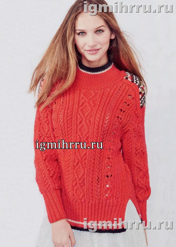 Красный пуловер с фантазийными узорами и жаккардовой отделкой плеча. Вязание спицами