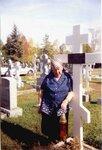 Русское кладбище в Джорданвилле. Анна Юрьевна Смирнова-Марли у могилы мужа, Юрия Александровича Смирнова